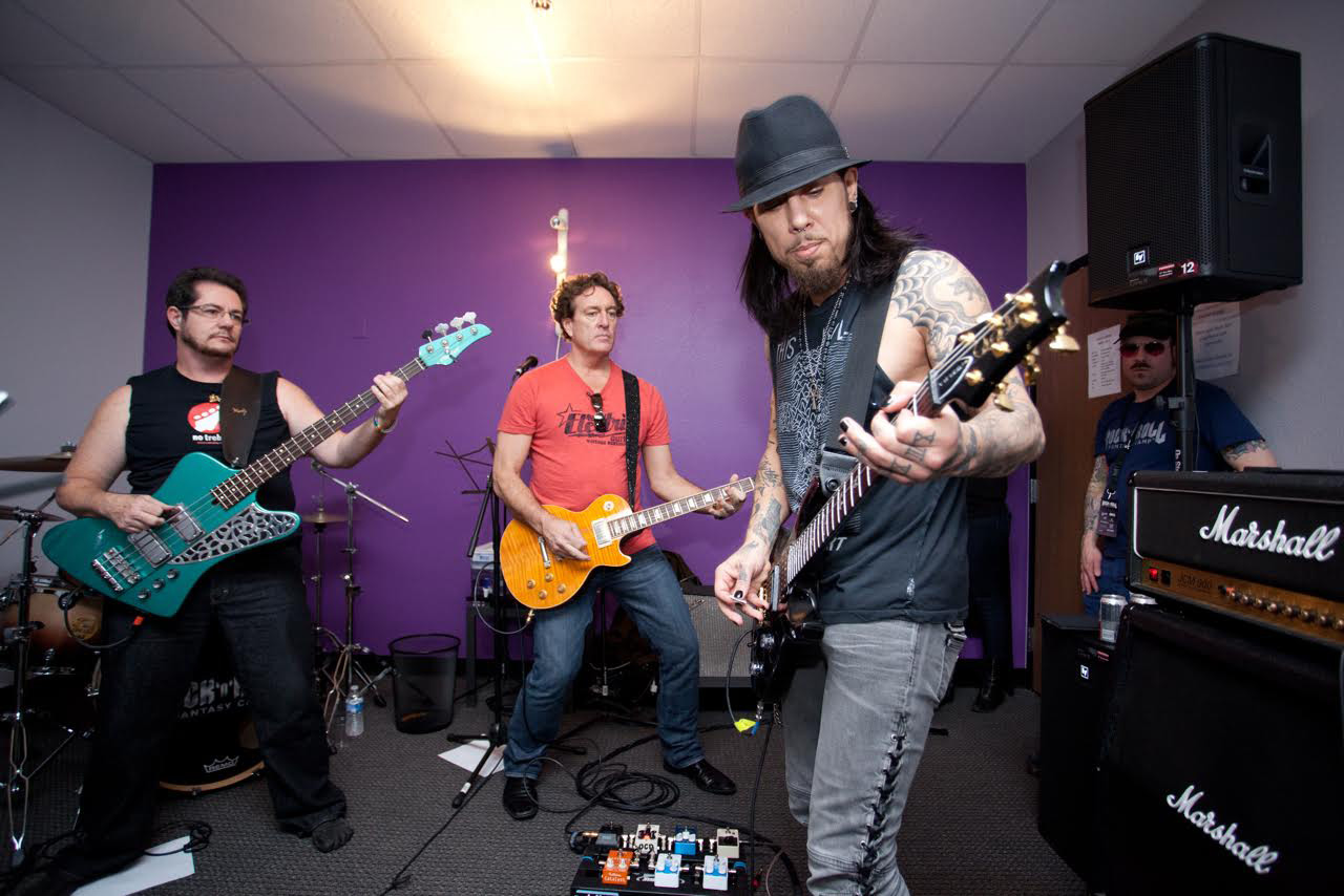 Dave Navarro jamming with campers