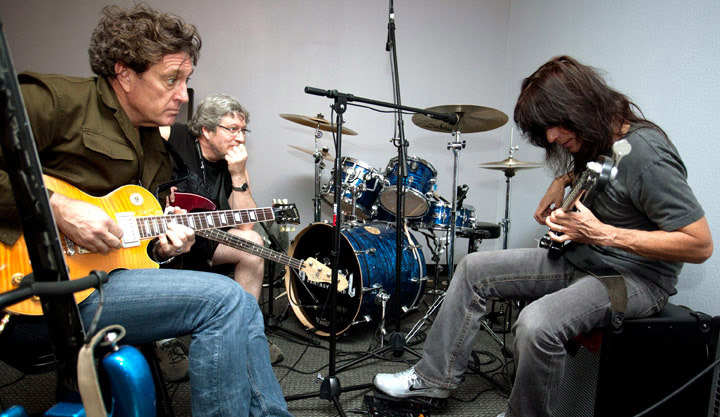 Rudy Sarzo instructing campers