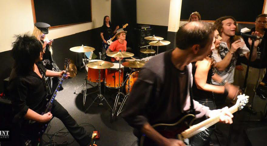 Steve Stevens and Matt Sorum jamming with campers